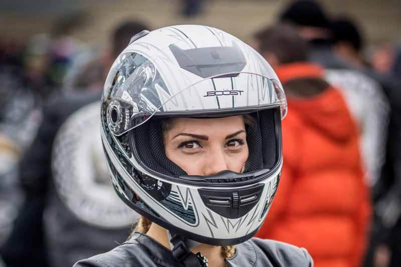 Casque de moto femme